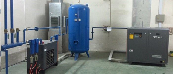 Kiểm tra lượng dầu trước khi sử dụng máy nén khí